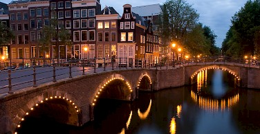 Amsterdam's Keizersgracht at Nighttime - photo courtesy of Wikimedia Commons