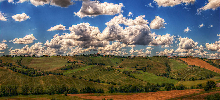 Cycling Le Marche countryside - photo by Andrea Balducci