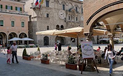 Palazzo del Capitano del Popolo, Ascoli Piceno. Photo via Flickr:Pizzodisevo