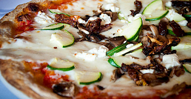 Pizza, pizza! Photo via Flickr:Alexis Fam Photography