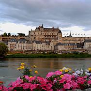 Château d'Amboise along the Loire River. Flickr:Angelo Brathot