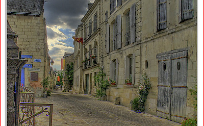 Biking through Chinon, France. Flickr:@lain G