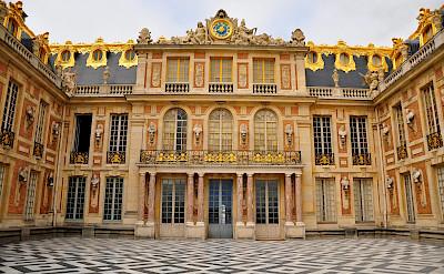 Grand facade of Palace Versailles! Flickr:Kimberly Vardeman