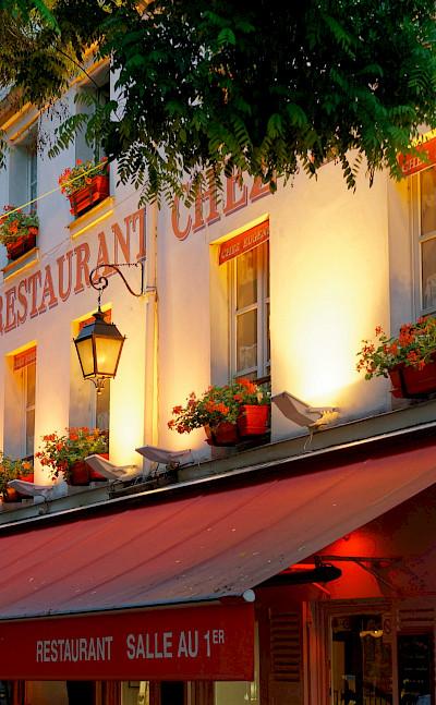 Restaurant in Montmartre, Paris, France. Flickr:Miguel Discart