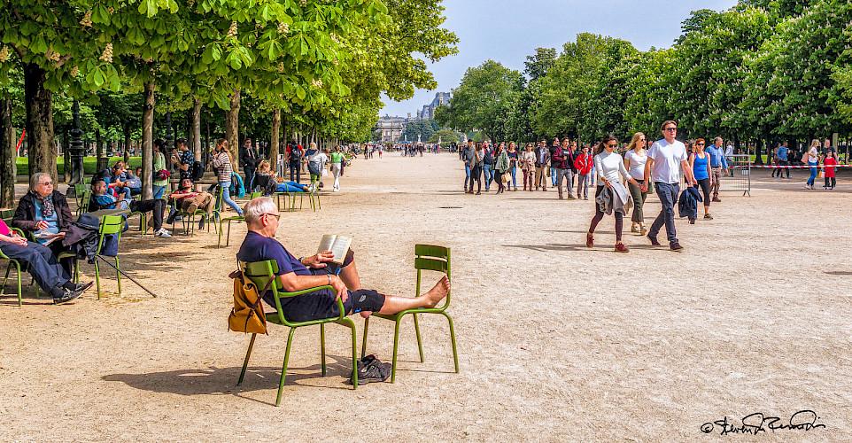 Relaxing in Paris, France. Flickr:Steven dosRemedios