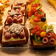 Tasty tarts at the Patisserie in Paris, France. Flickr:Annie Haradaviot