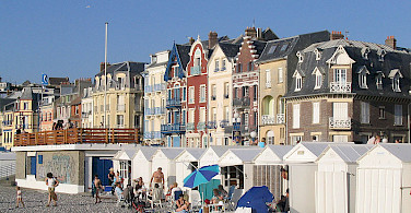 Mers les Bains - beach huts and villas. Photo via Wikimedia Commons: Ricardo Boimare