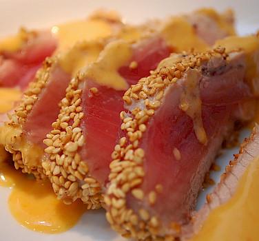 Yummy tuna by the sea! Photo via Flickr:gnawme