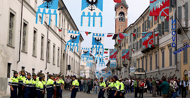 Feather festival in Asti, Piedmont, Italy. Photo via Flickr:Blue moon in her eyes