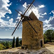 Windmill in Apt, a Luberon Mountain village in France. Flickr:x1klima