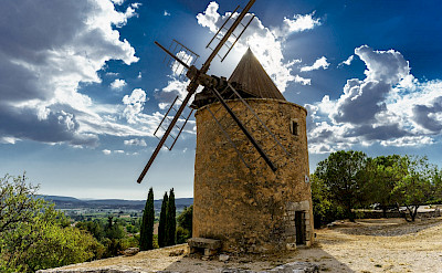 Windmill in Apt, a Luberon Mountain village in France. Flickr:x1klima