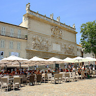 Cafe in Avignon, France. Flickr:Andrea Schaffer