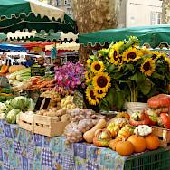 Market in Avignon, France. Flickr:Julian Fong