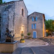 Courtyard in Fontaine de Vaucluse, France. Flickr:Allan Harris
