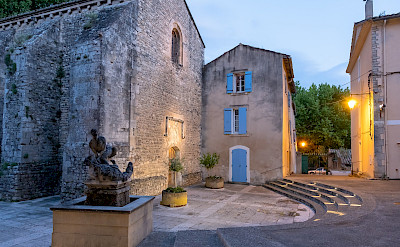 Courtyard in Fontaine de Vaucluse, France. Flickr:Allan Harris