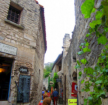 Les Baux de Provence. Photo via Flickr:thegirlsny