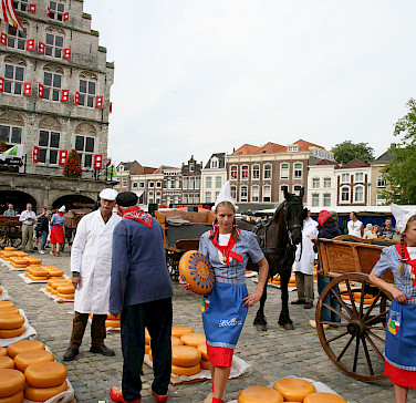 "Cheese market ""Kaasmarkt"" in Gouda. Photo via Flickr:bert knottenbeld"