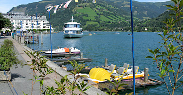 Zell am See in the Salzburg district, Austria. Photo via Flickr:lea-seta