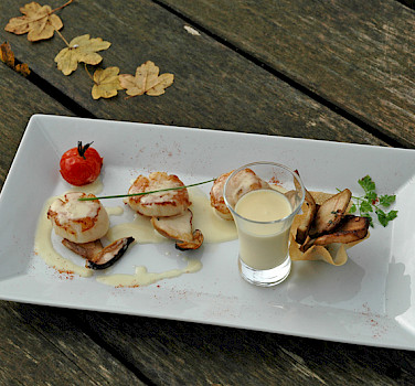 Delicious cuisine from Les Jardins du Lac's Restaurant