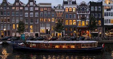 Nighttime in Amsterdam, North Holland, the Netherlands. Photo via Flickr:briyyz
