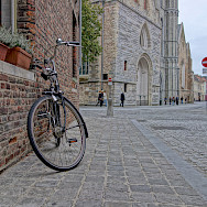 Biking through Bruges, West Flanders, Belgium. Flickr:nanpalmero