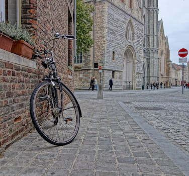 Biking through Bruges, West Flanders, Belgium. Photo via Flickr:nanpalmero