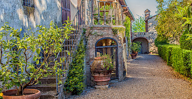 Vineyard and olive grove chateaux in the Chianti region of this tour. Photo via Flickr:Ray in Manila