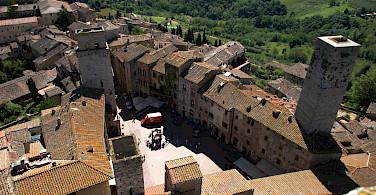 Piazza della Cisterna in San Gimignano, Italy. Photo via Flickr:Floschen