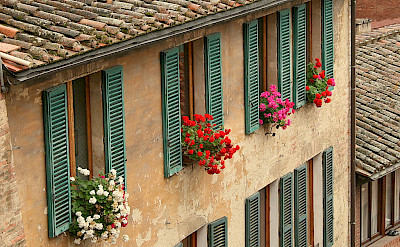 Quieter life in Siena, Tuscany, Italy. Photo via Flickr:Esteban Chiner