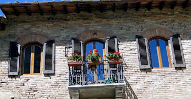 Quieter life in San Gimignano, Tuscany, Italy. Photo via Flickr:Rodrigo Soldon
