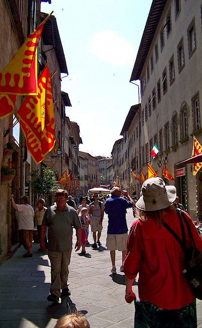 Shopping in Volterra, Tuscany, Italy. Photo via Flickr:Dave & Margie Hill