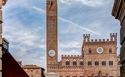 Piazza del Campo in Siena, Tuscany, Italy. Photo via Flickr:Steven dosRemedios