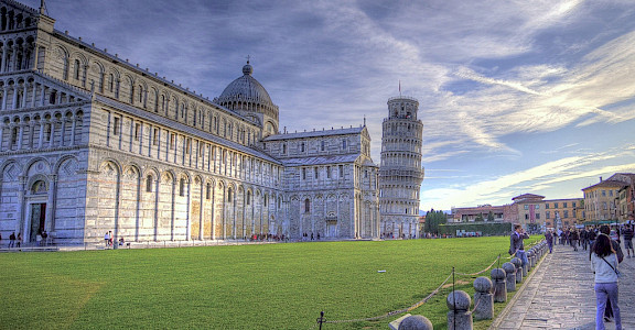 Leaning tower of Pisa in Tuscany, Italy. Photo via Flickr:Niels J Buus Madsen