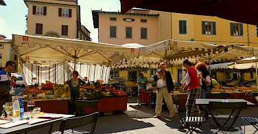 Market in Pistoia, Tuscany, Italy. Photo via Flickr:Franklin Heijnen