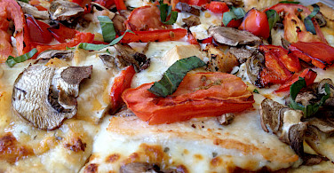 Pizza Tuscany-style. Photo via Flickr:Ray Bouknight