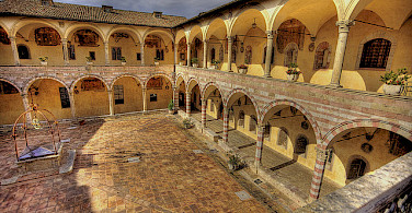 Assisi courtyard. Photo via Flickr:Niels J Buus Madsen