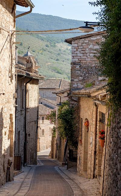 Street in Spello, Umbria, Italy. Flickr:Allan Harris