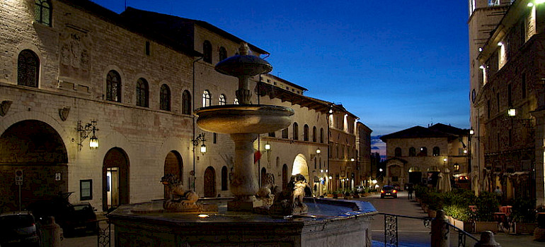 Piazza del Comune in Assisi. Photo via Wikimedia Commons:Fantasy