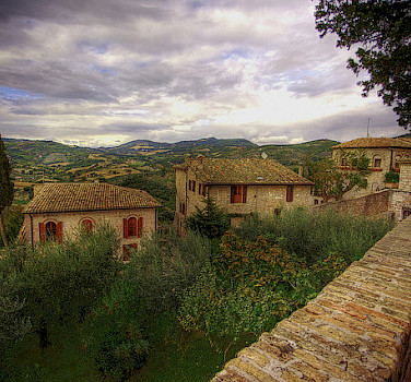 Enjoy Assisi and the surroundings as you bike Umbria. Photo via Flickr:Niels J Buus Madsen