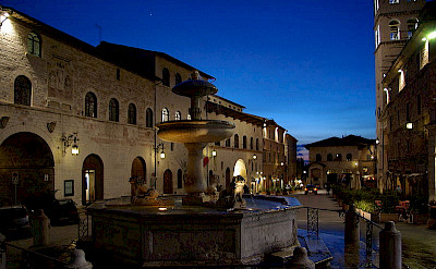 Piazza del Comune in Assisi, Italy. Photo from Wikimedia Commons:Fantasy