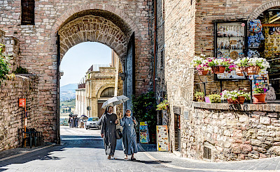 Nuns walking in Assisi, Umbria, Italy. Flickr:Steven dosRemedios