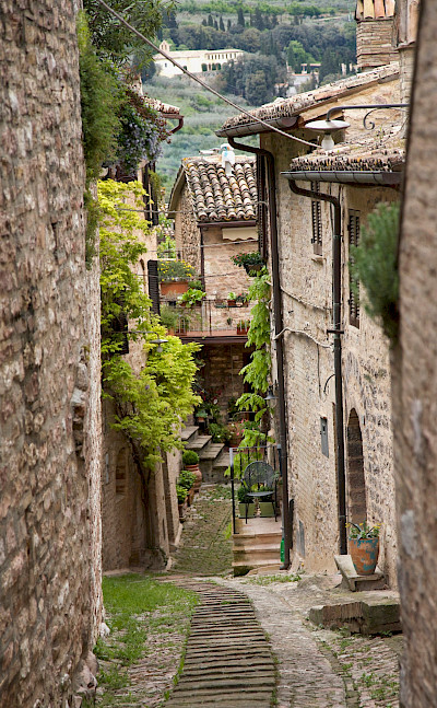 Walkway in Spello in Umbria, Italy. Flickr:Biggs