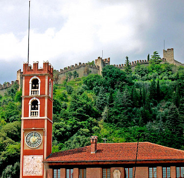 Marostica and Castle in province Vincenza, region Veneto, Italy. Photo via Flickr:Nik
