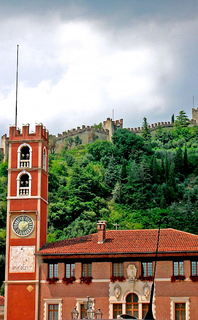 Marostica and Castle in province Vincenza, region Veneto, Italy. Photo via Flickr:Nik