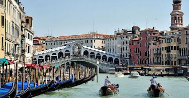 Rialto Bridge in Venice, Italy. Photo via Wikimedia Commons:saffronblaze