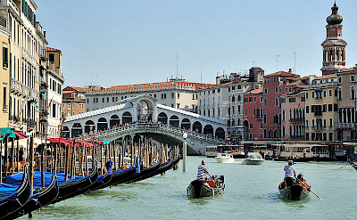 Rialto Bridge in Venice, Italy. Photo via Wikimedia Commons:saffronblaze