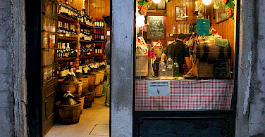 Wine shop in Venice, Italy. Photo via Flickr:Marit Toomas Hinnosaar