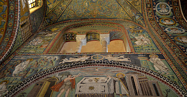 Mosaics in the Basilica di San Vitale VI, Ravenna, Italy. Photo via Flickr:Pedro