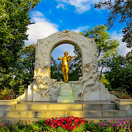 Johann Strauss in Stadtpark in Vienna, Austria. Photo via Flickr:Kiefer