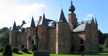 Castle of Rumbeke in Roeselare - photo courtesy of Wikimedia Commons